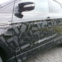 Edle Fahrzeugbeschriftung für Firmenfahrzeug