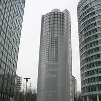 4500 mm hoher stilisierter Werbepylon des Taunus Towers