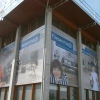 Gittervinyl-Banner als Außenwerbung