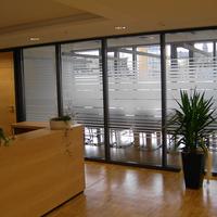 Sichtschutz in Streifenoptik erlaubt guten Lichtdurchlass
